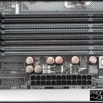 Conexiones USB 3.0 doble y alimentación ATX.