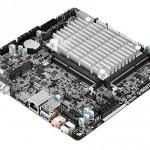 ASRock_Q1900TM-ITX_01 (1)