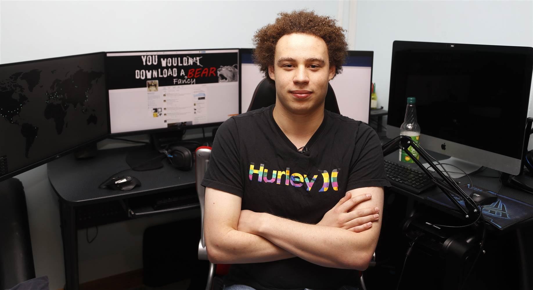 Photo of El joven que ayudó a parar WannaCry detenido por el FBI