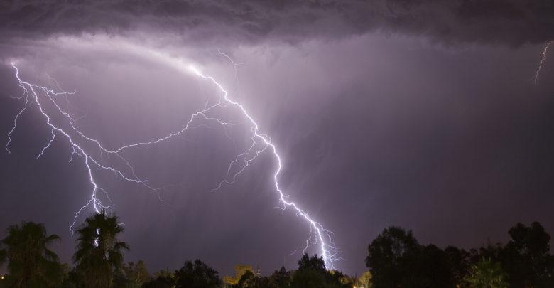 Rayos durante tormenta eléctrica