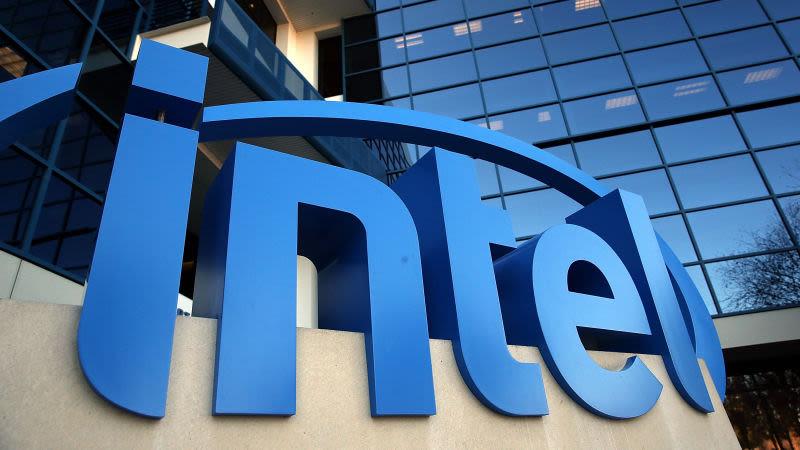 Ponen tres demandas contra Intel por Meltdown y Spectre