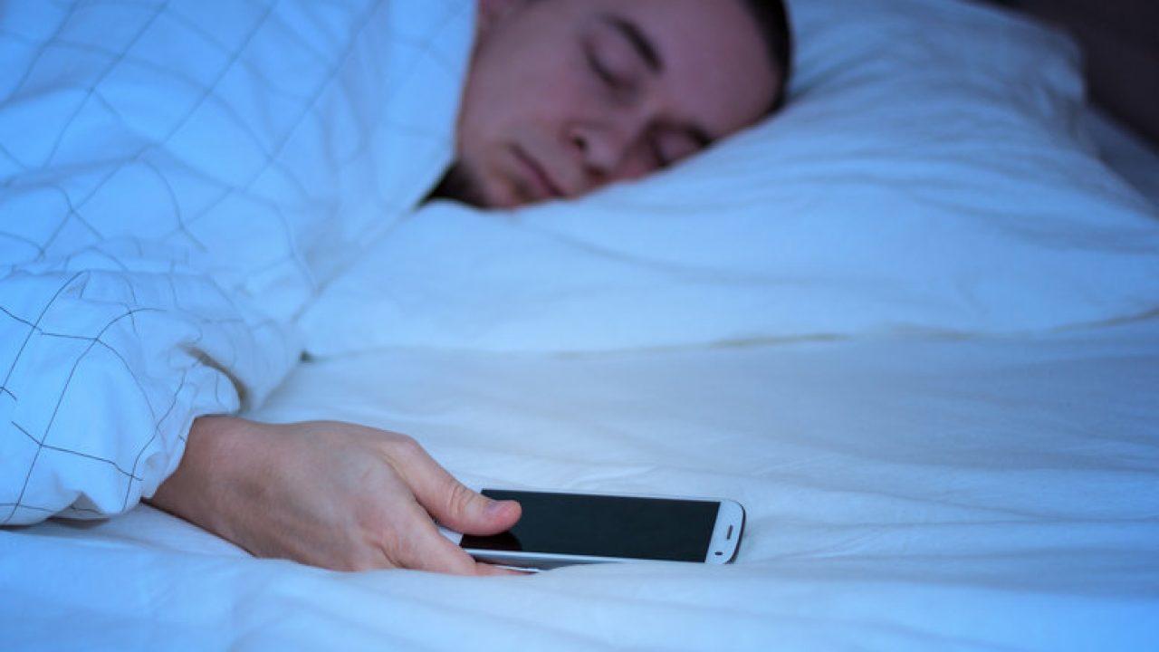 Problemas de dormir con el movil cerca