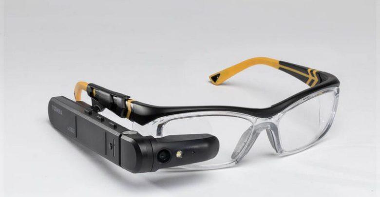 Photo of Toshiba sus propias gafas inteligentes dynaEdge AR con Windows 10