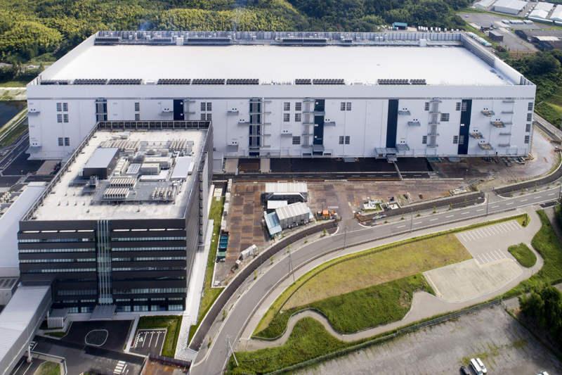 Toshiba Memory Corporation abre su nueva fábrica de memoria flash 3D de 96 capas