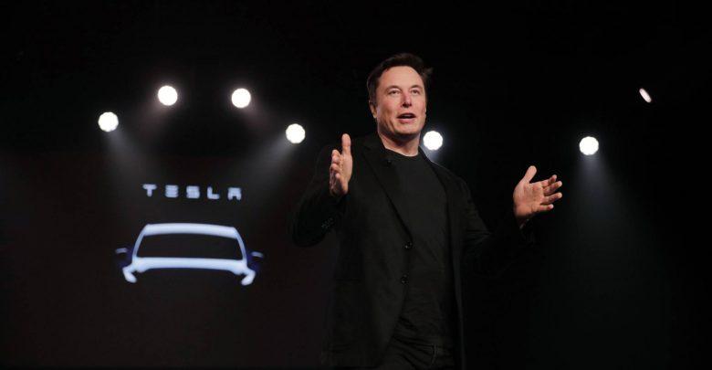 """Elon Musk promete un millón de """"robotaxis"""" para el próximo año"""