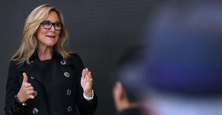 Photo of Ángela Ahrendts responde a las críticas sobre su paso por Apple