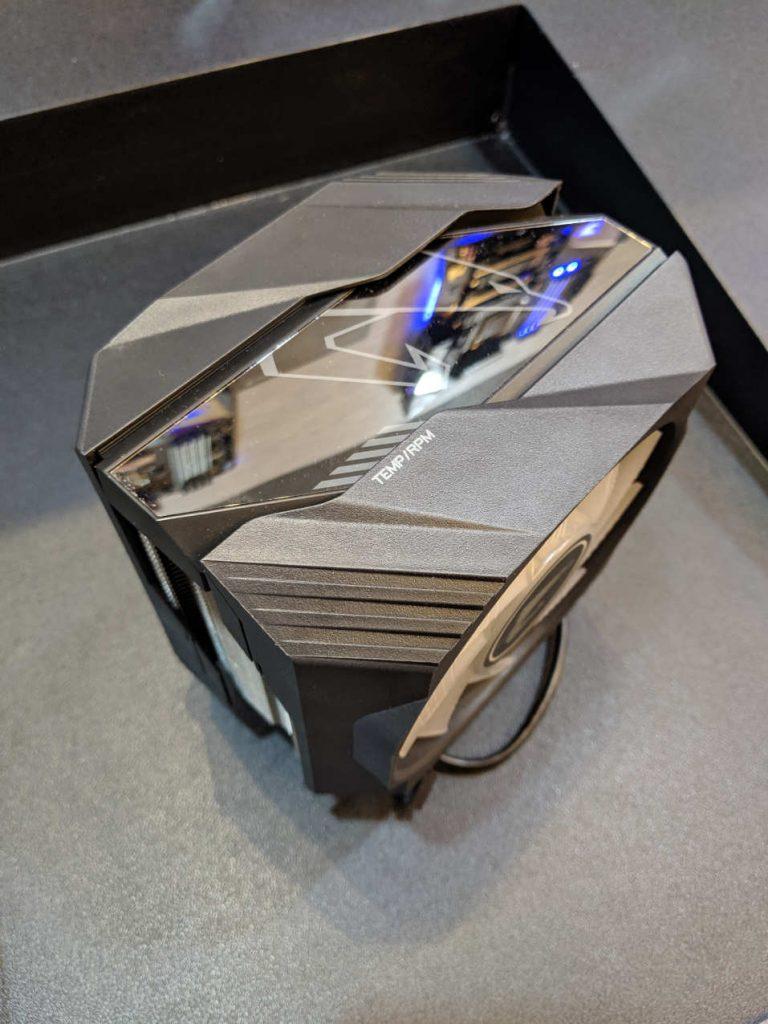 Chasis de aluminio y plástico del AORUS ATC800