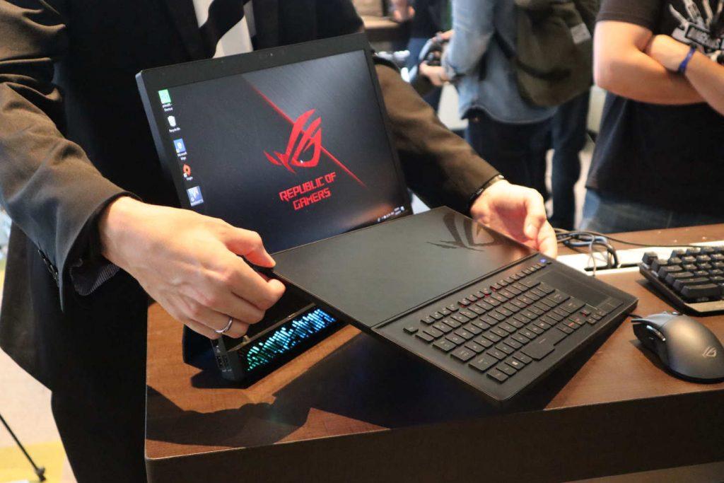 ASUS GZ700 Mothership con su teclado nativo separado