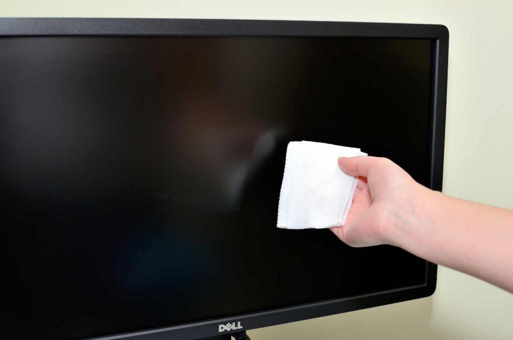 Limpiar el monitor usando microfibra