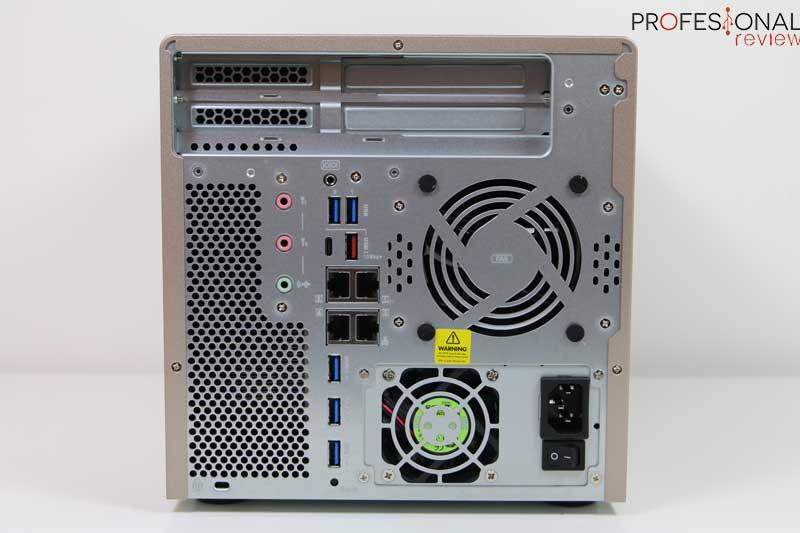 QNAP TS-677 puertos
