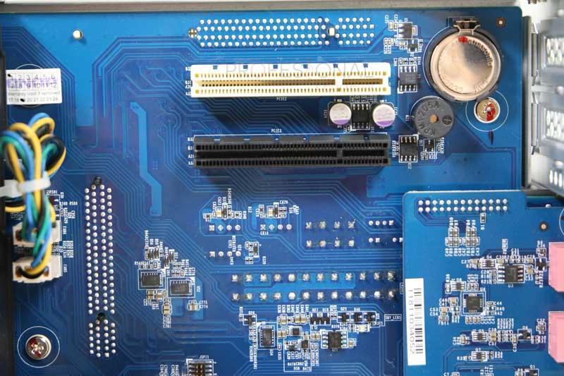 QNAP TS-677 hardware