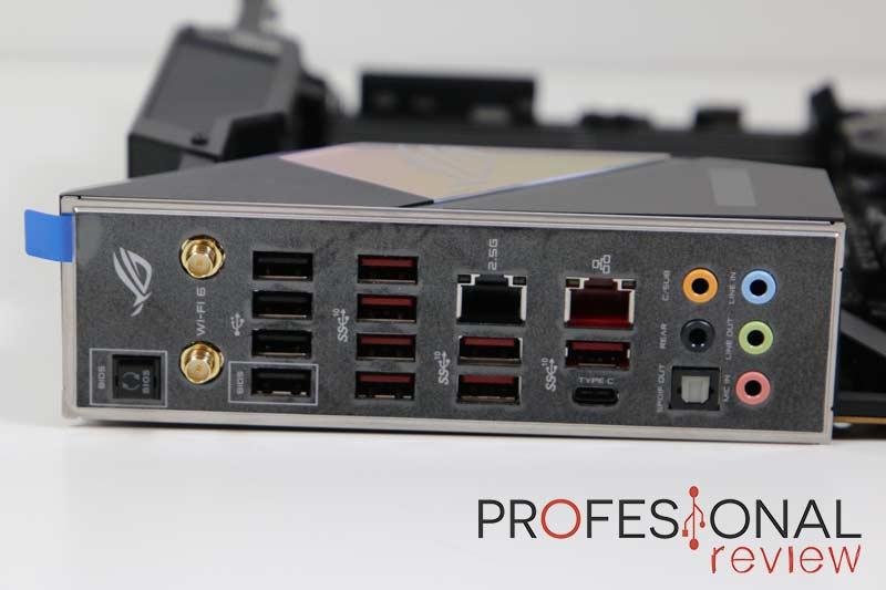 Asus ROG Strix TRX40-E Gaming Puertos