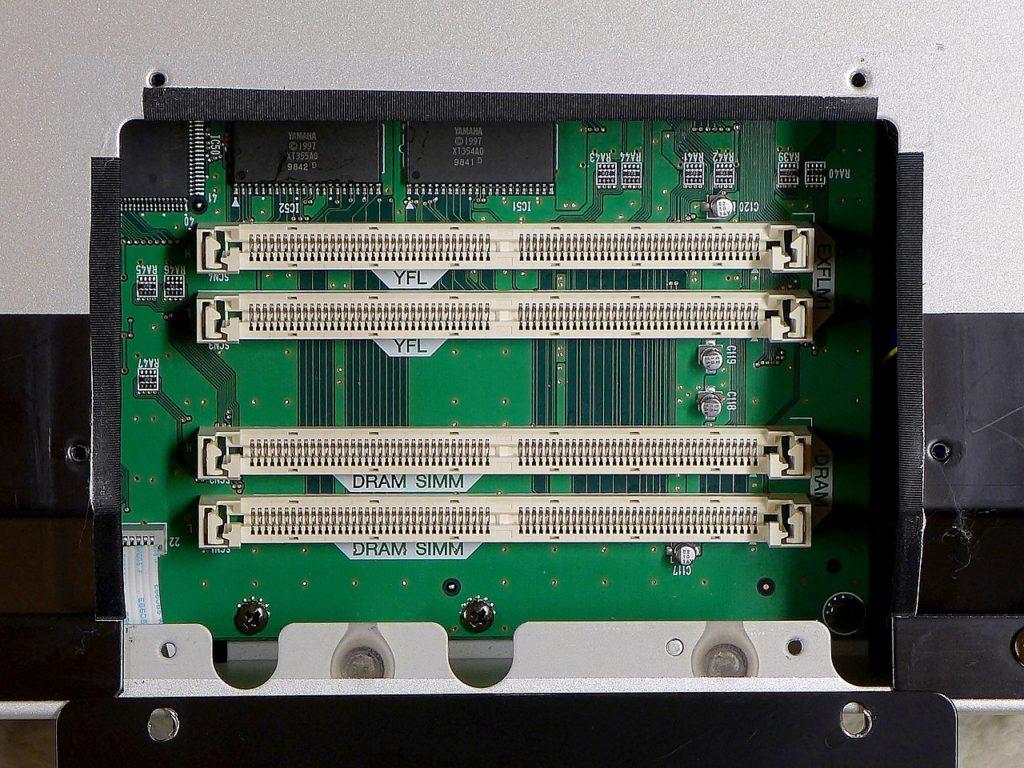 DRAM slot