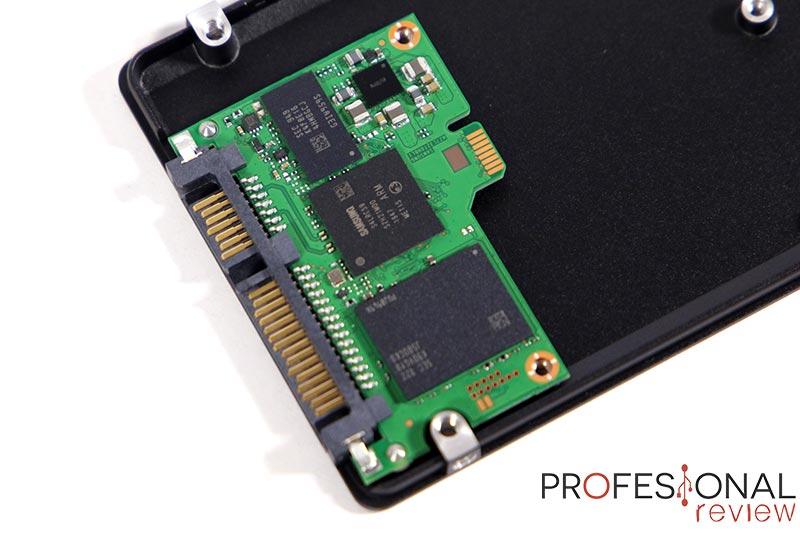 SSD USB 3.0 vs Pendrive USB: así es un SSD SATA interno por dentro