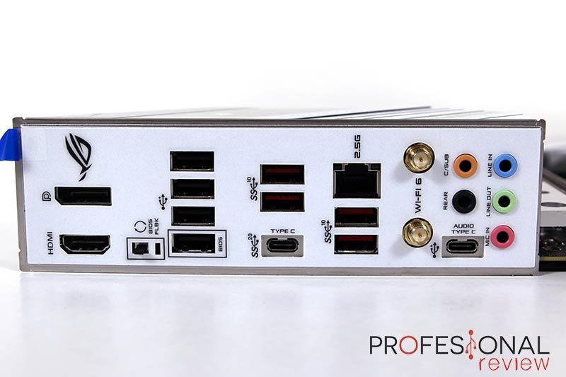 Asus ROG Strix Z590-A Gaming WiFi Puertos